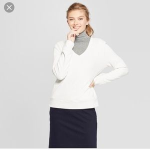 A new day V neck cream sweater long sleeve M